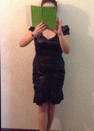 Женское платье черного цвета