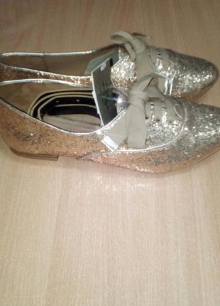 Ботиночки stradivarius 39