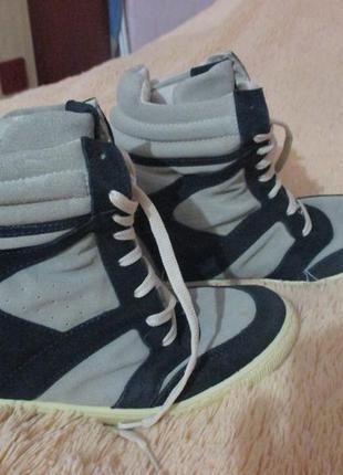 Стильные кроссовки-сникерсы . платформа вытягивается. италия