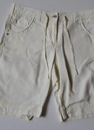 Льняные шорты лимонного цвета