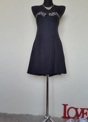 Маленькое платье с красивым декольте
