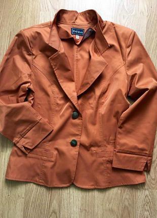 Стильный классический пиджак с красивой спинкой