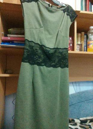 Зеленное платья от favori с черным гипюром