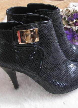 Взуття m&s стильні