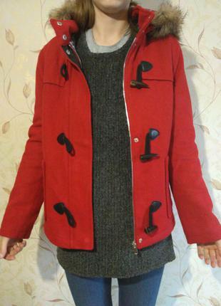 Куртка bershka красная с капюшоном