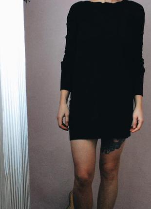 Короткое трикотажное черное платье