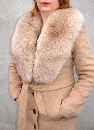 Зимнее пальто с песцовым воротником
