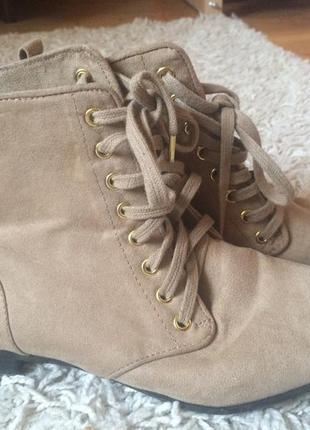 Модние  замшевие ботинки сапожки весна