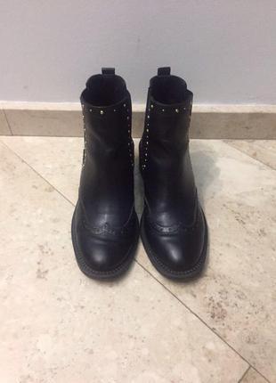 Стильные челси-ботинки от stradivarius.