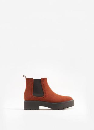 Новые замшевые ботинки mango (36-40)