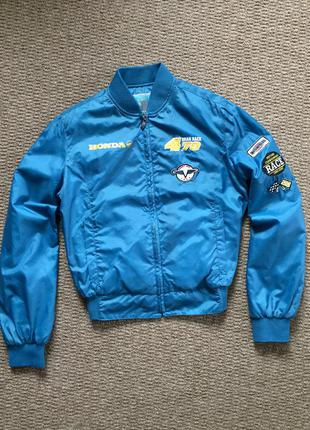 Стильная куртка-бомбер фирмы reporter