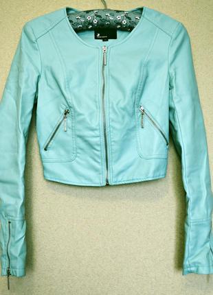 Очень нежная и милая курточка из мягкого кожзама мятного цвета фирмы tally weijl