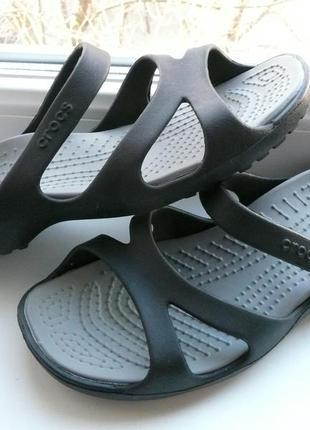 Оригинальные кроксы фирмы crocs для девушки размер w8