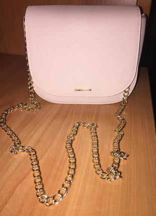 Бежевая/телесная сумка/клатч с золотистой цепочкой