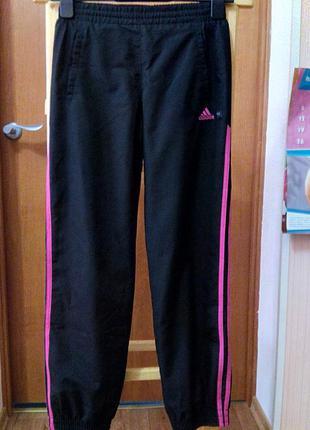Спортивные штаны adidas р-р xs на рост 152 см.