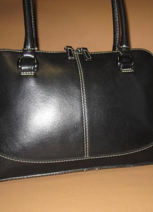 Стильная кожаная сумка английского бренда marks & spencer из натуральной кожи