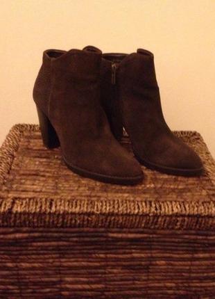 Замшевые ботинки mango шоколадного цвета