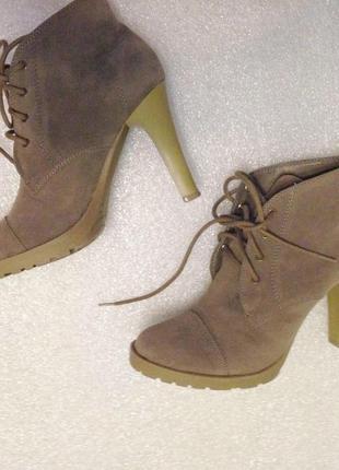 Удобные женственные замшевые ботильоны шнуровка каблуки стильные красивые шпилька эко замш ботинки