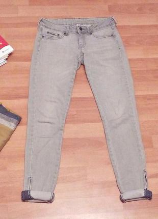 Актуальные джинсы серого цвета4