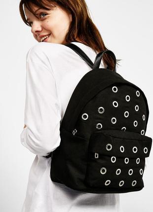 Новый стильный рюкзак с заклепками bershka