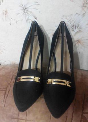 Черные туфельки на каблуке, исскуственный замш,