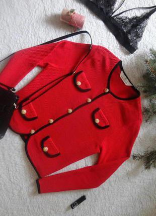 Насичено-червоний піджачок з декорованими позолотою гудзиками від marks&spencer