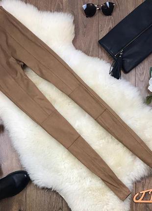Актуальные брюки-синни из искусственной замши песочного оттенка     pn0101    bershka