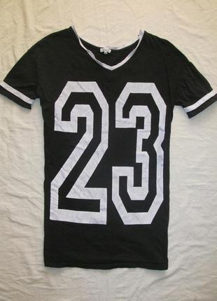 Черная котоновая длинная футболка принт цифры