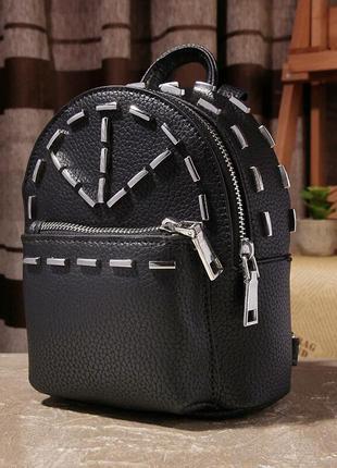 Небольшой кожаный рюкзак с заклепками
