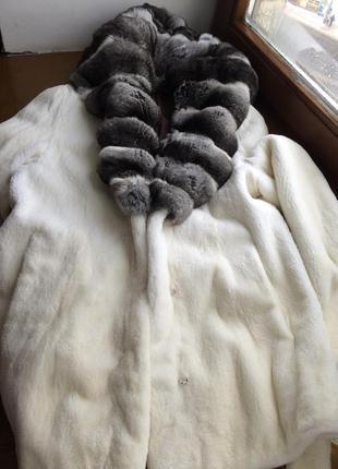 Шуба норковая с капюшоном из шиншиллы