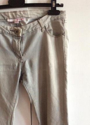 Распродажа! светло-серые джинсы tally weijl