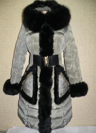 Пуховик класса люкс от royal cat цвет оливка с шикарным мехом песца размер м