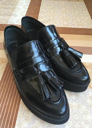 Чёрные лаковые туфли mango