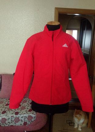 Красная куртка adidas