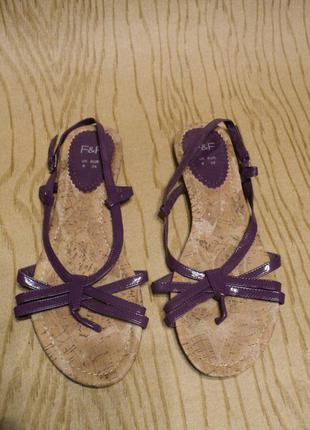 Босоножки сандалии лаковые фиолетовые сиреневые низком ходу без каблука низкий ход