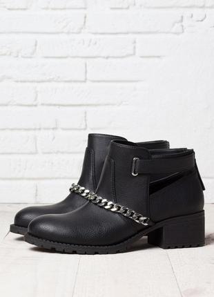 Крутые ботинки bershka
