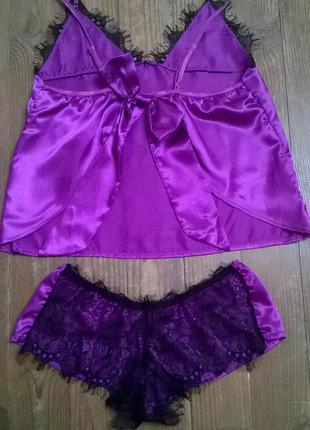 Атласная сексуальная пижама в фиолетово-баклажанном цвете.