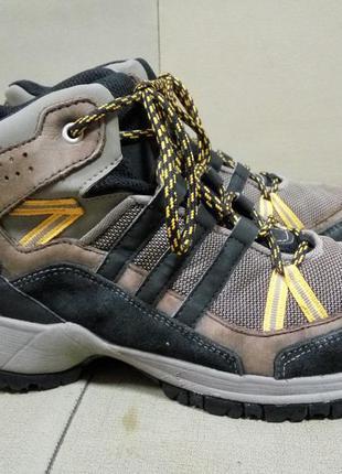 Крутые треккинговые ботинки adidas climaproof оригинал 23,5 см.