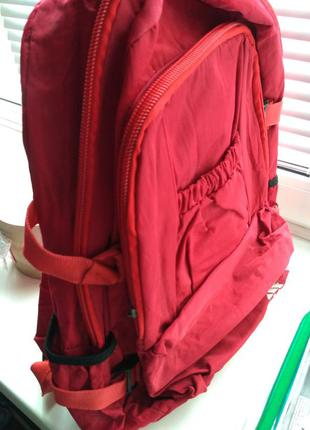 Красный рюкзак adidas