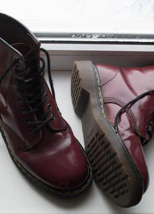 Бордовые ботинки dr. martens!