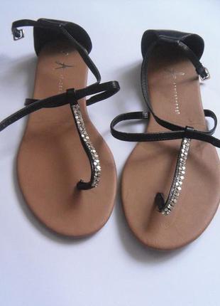 Черные сандалии босоножки
