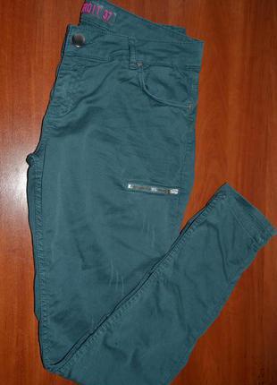 Большой выбор брюк и джинс спортивные скинни джинсы 31-32размер