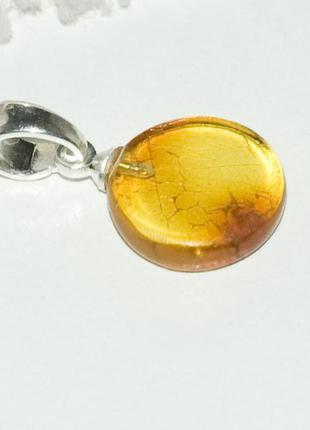 Кулон из янтаря. прозрачный, желто-янтарного цвета
