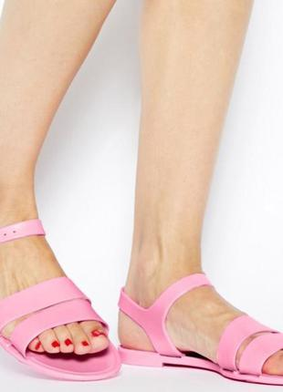 Силиконовые сандалии на застежке juju