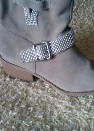 Нові німецькі черевички
