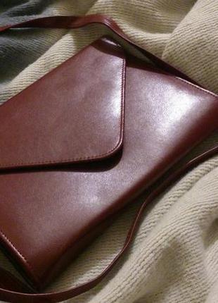 Маленькая красная сумочка