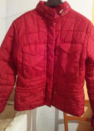 Яркая красная курточка amisu размер л