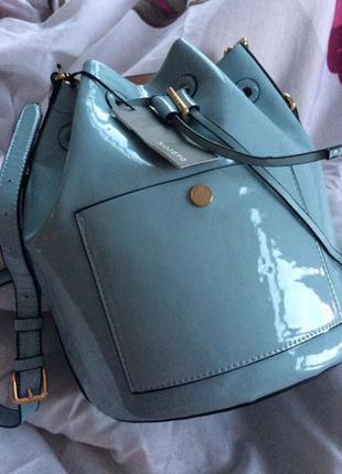 Новый голубой рюкзак лак лаковая с бирками бакет сумка