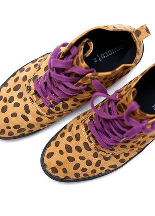 Стильные леопардовые кеды