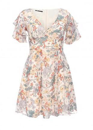 Шикарное воздущное платье с воланами и цветочным принтом